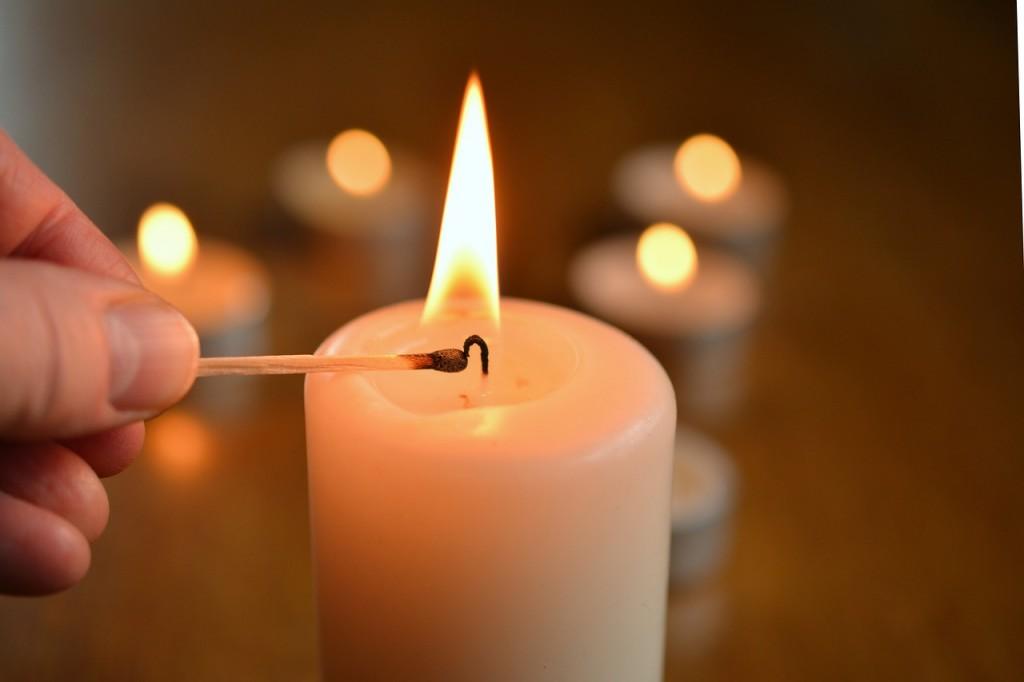 candle 1750640 1280 1024x682 Ideas para decorar un espacio pequeño